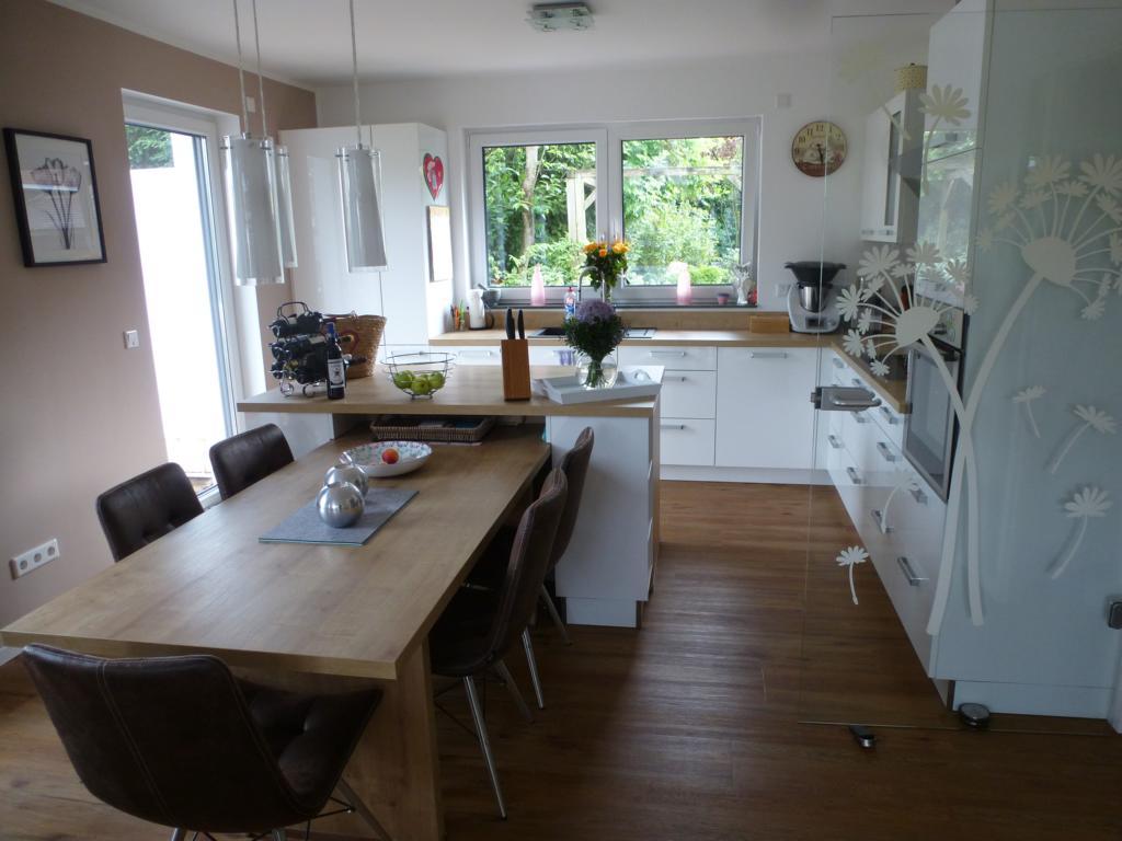 Moderne Küche in L-Form mit Insel - THEISküchen